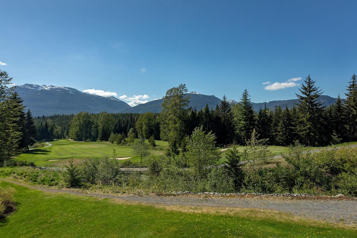 Golf-side Whistler Living mansions