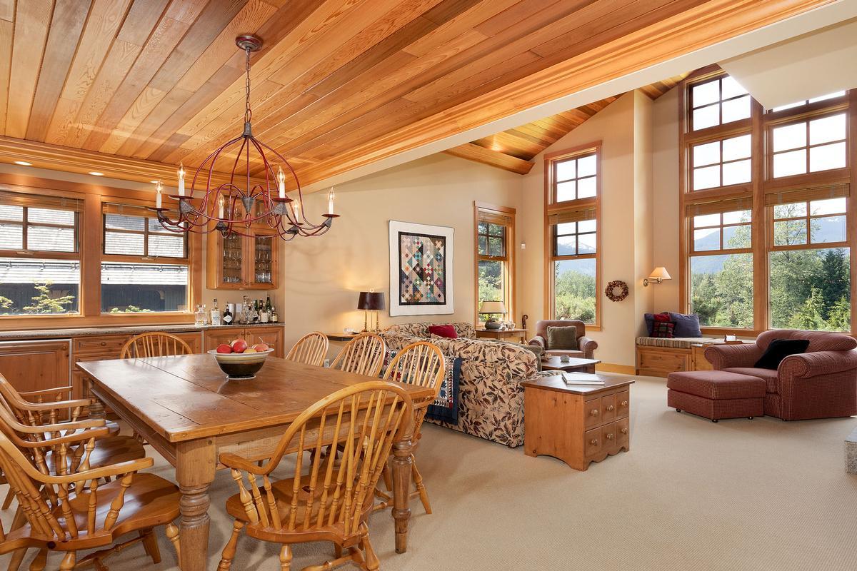 Luxury homes Golf-side Whistler Living