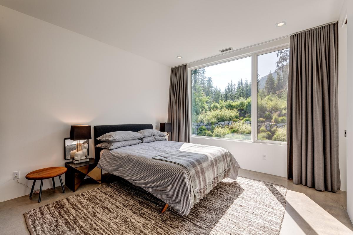 Luxury real estate 9008 Skiers Rest Lane