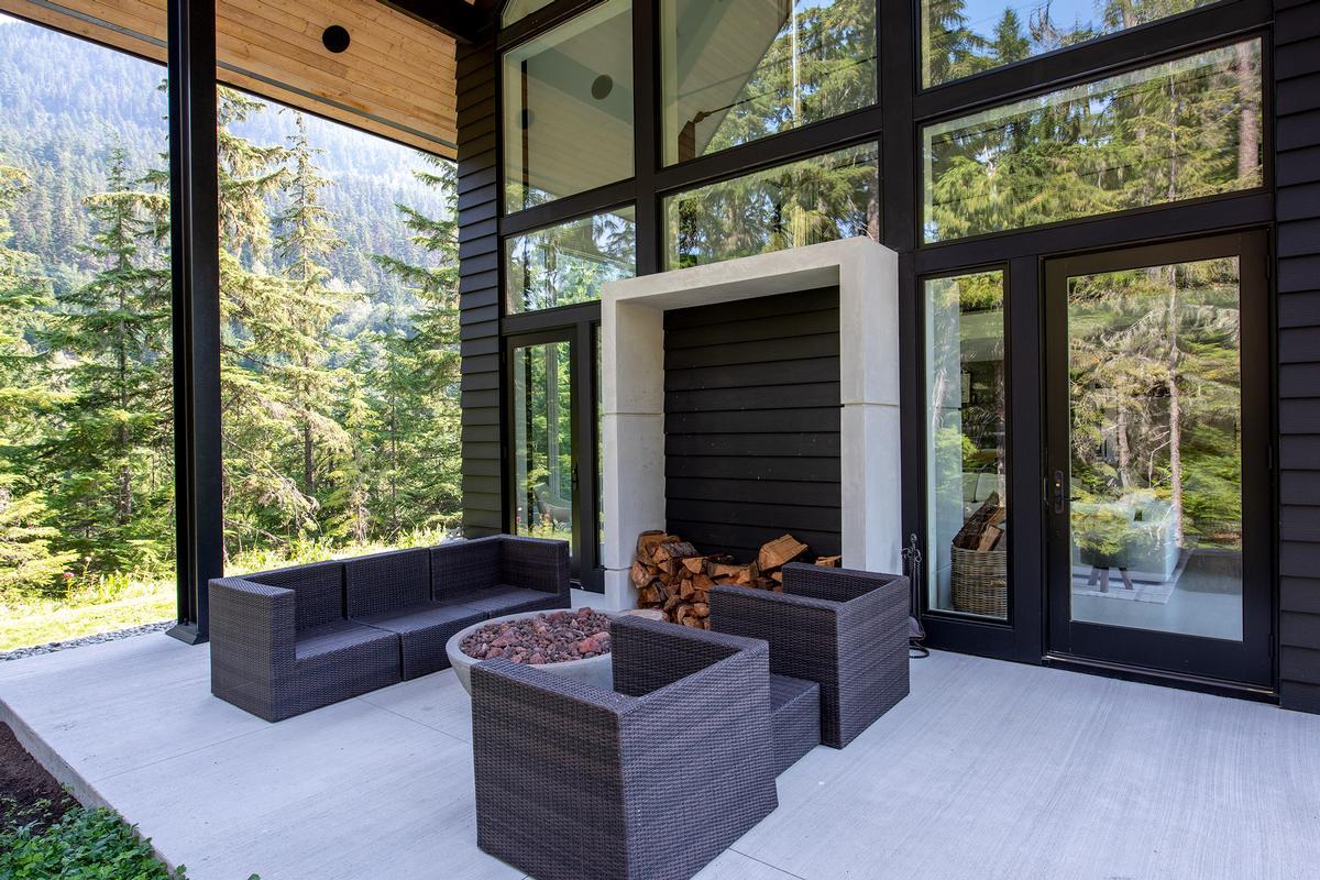 9008 Skiers Rest Lane luxury properties