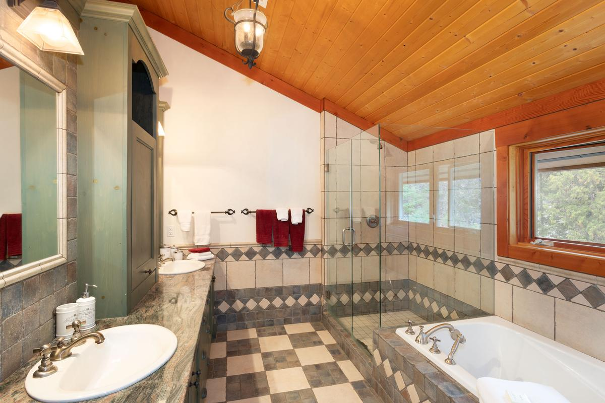 Magnificent Post and Beam Chalet luxury properties