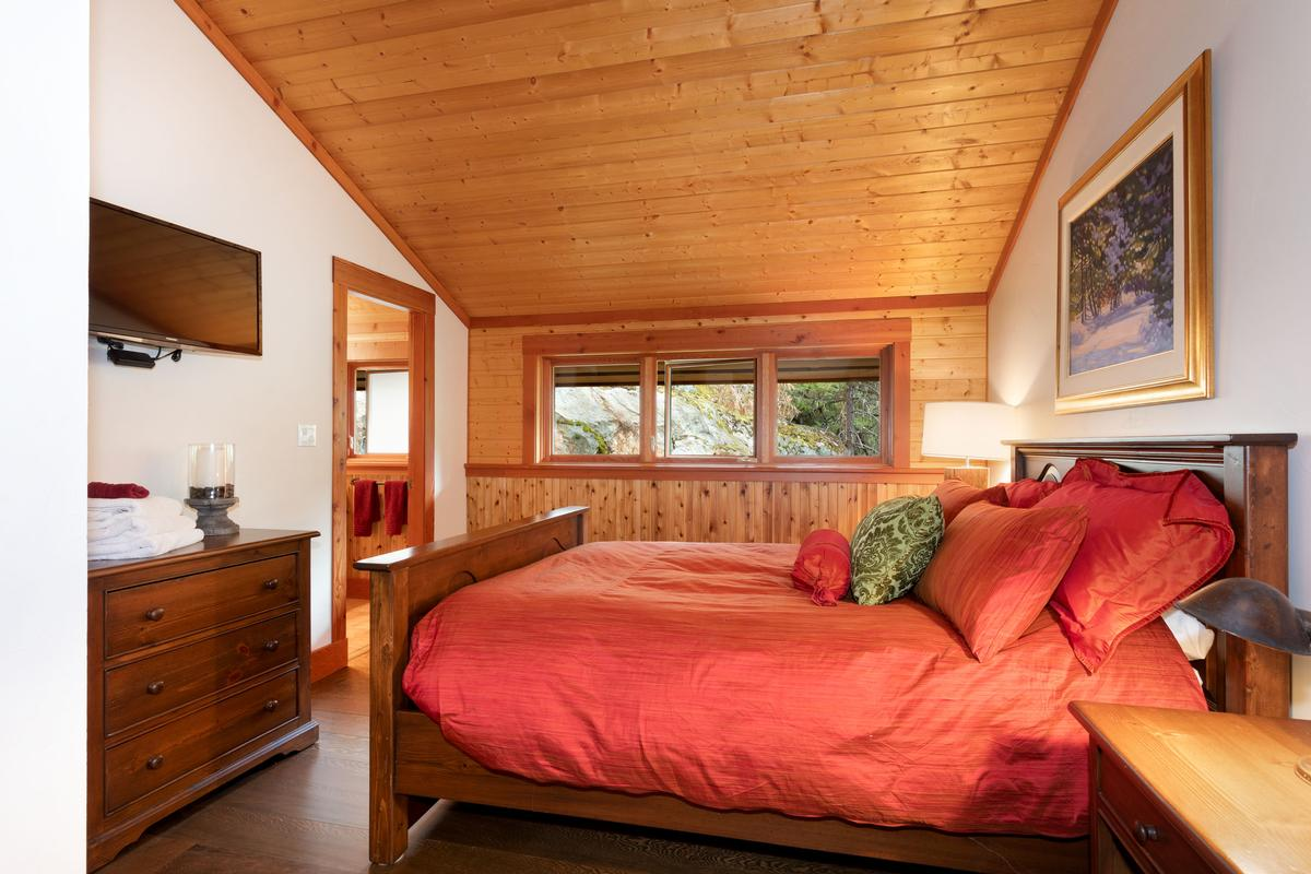 Luxury homes in Magnificent Post and Beam Chalet