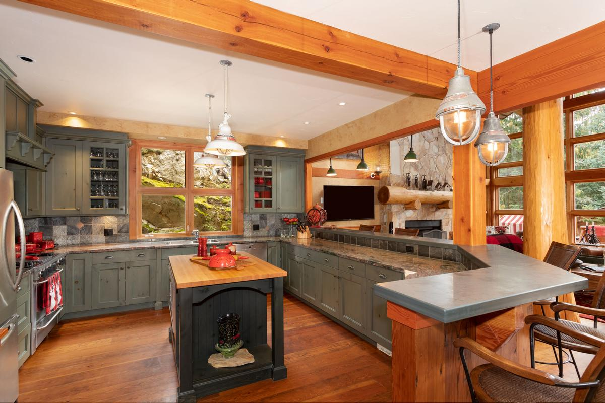 Luxury homes Magnificent Post and Beam Chalet