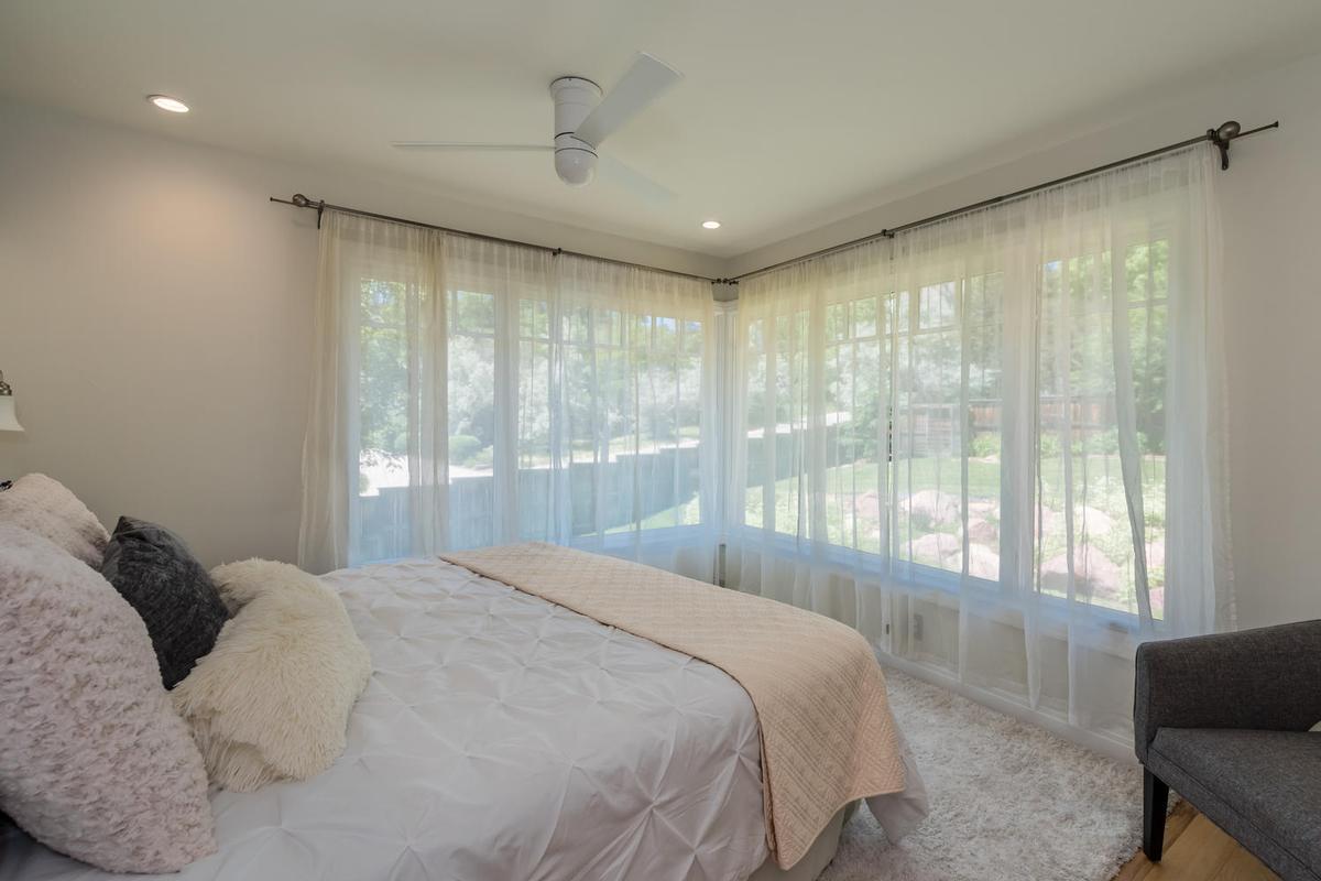 Mansions in Elegant Open Boulder Sanctuary