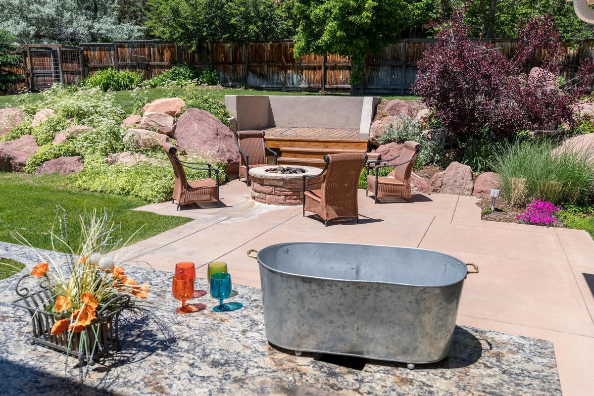 Elegant Open Boulder Sanctuary luxury homes