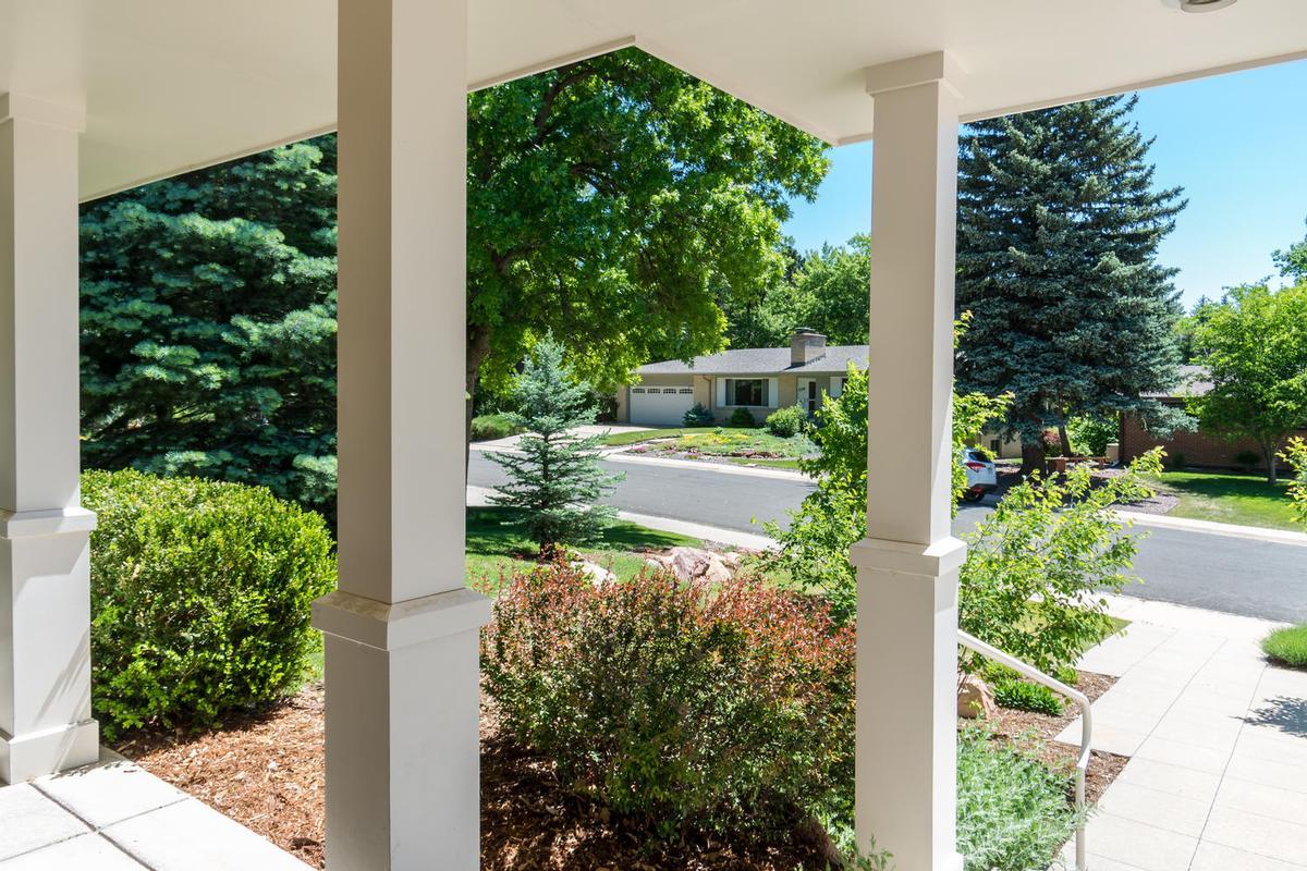 Mansions Elegant Open Boulder Sanctuary