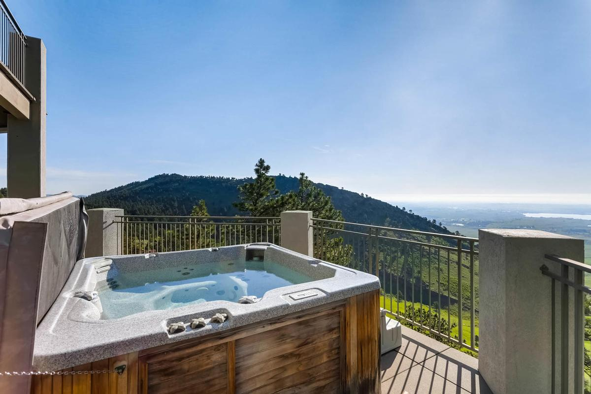 Mansions in Stunning Mountain Home - New and Improved