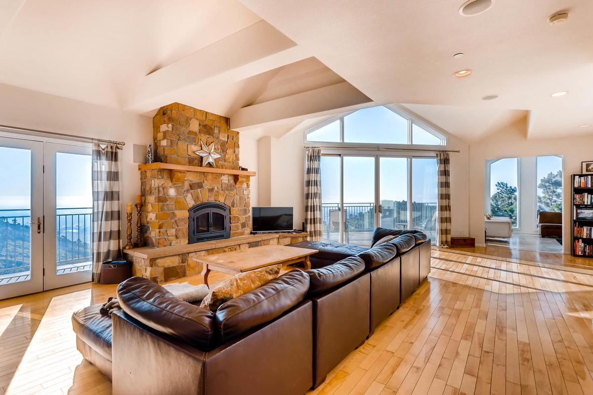 Luxury real estate Stunning Mountain Home - New and Improved