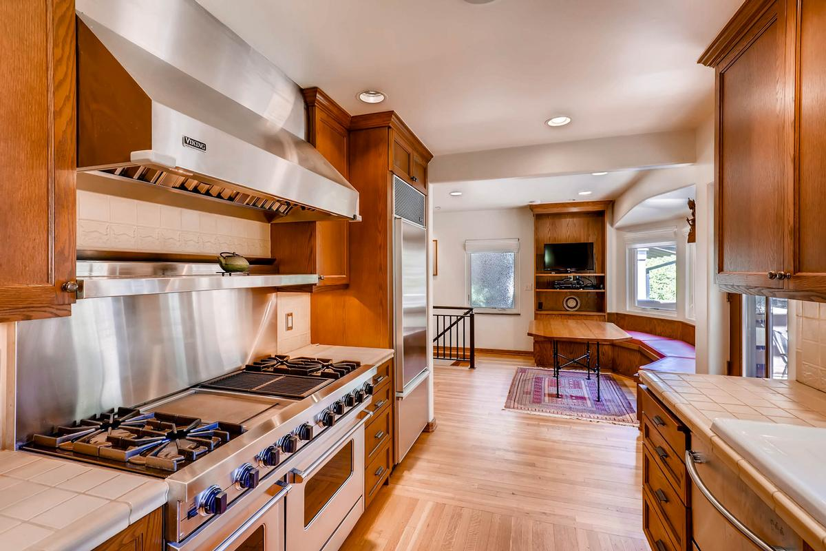 Luxury properties UNIVERSITY HILL Cottage