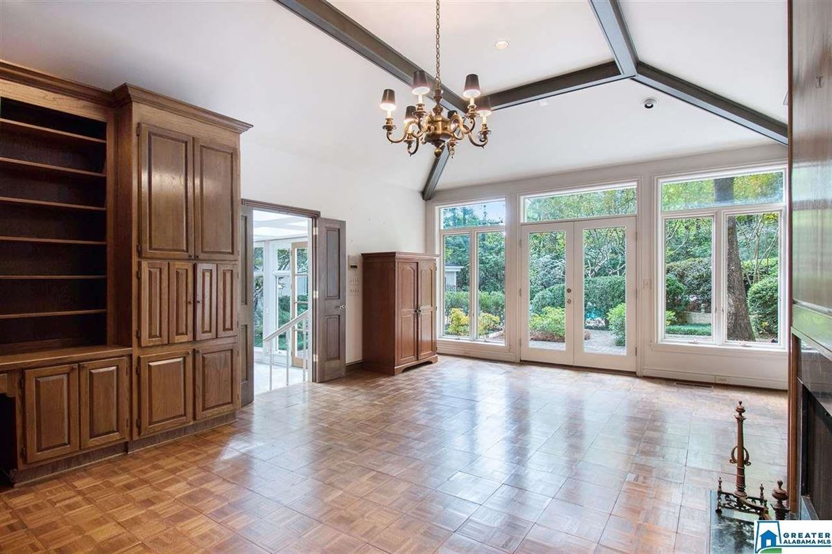 spacious Mountain Brook estate luxury real estate