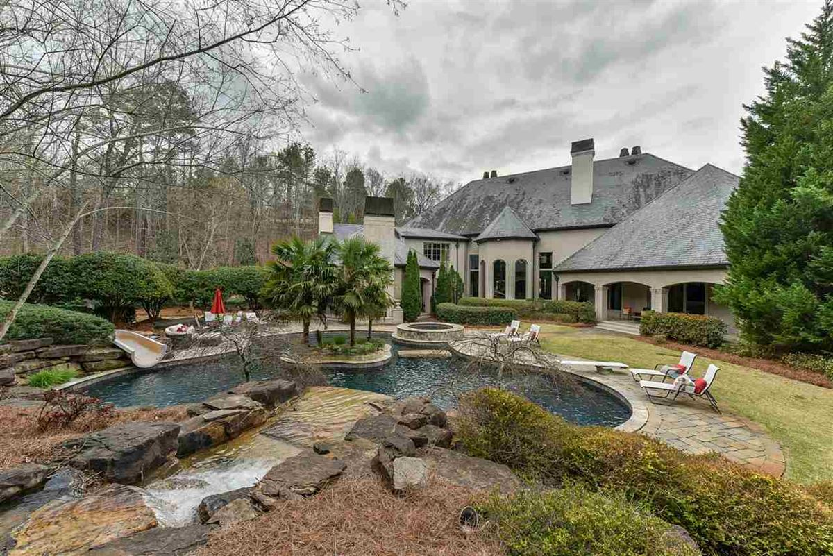 Luxury homes spectacular mansion on picturesque grounds
