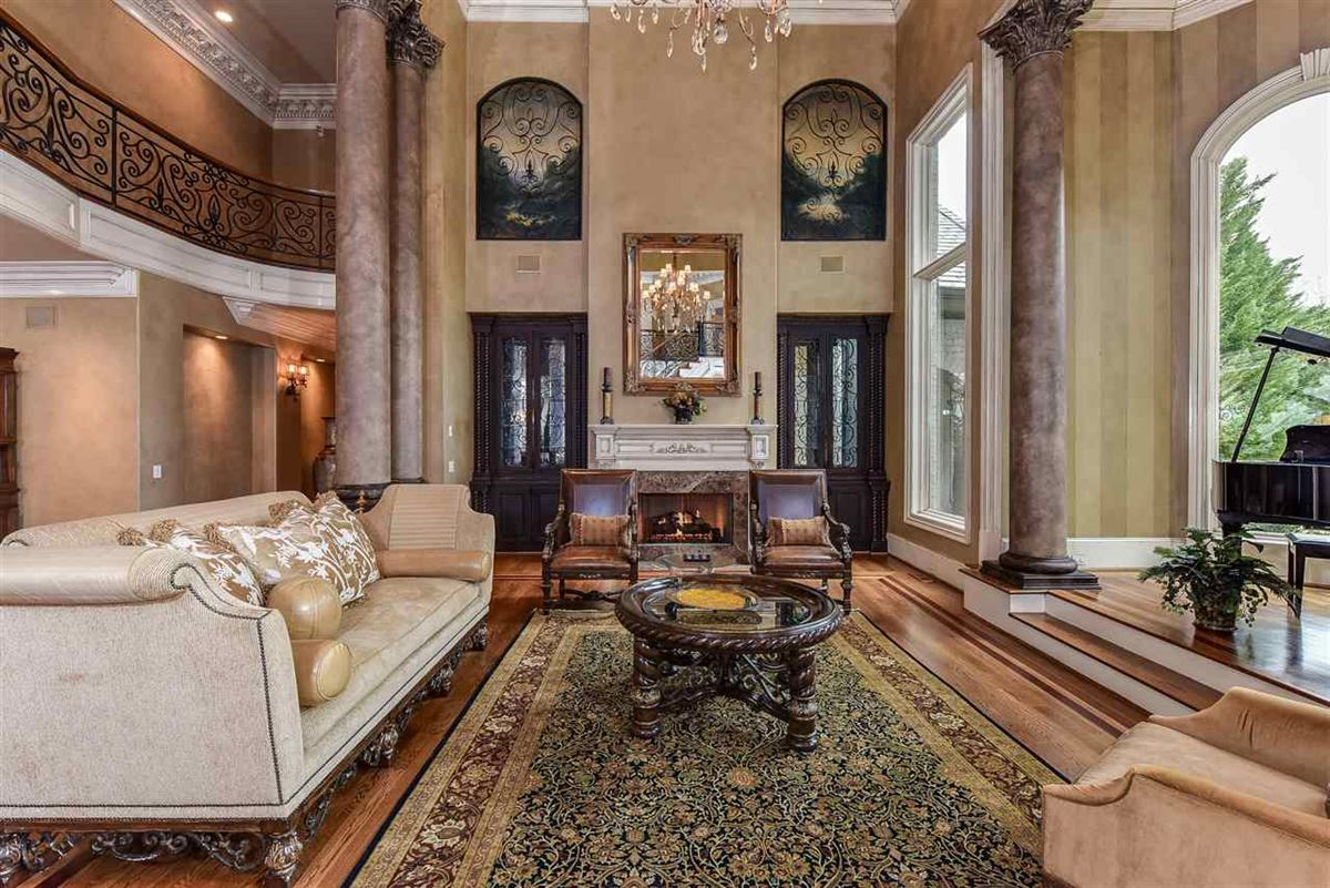 Mansions in spectacular mansion on picturesque grounds