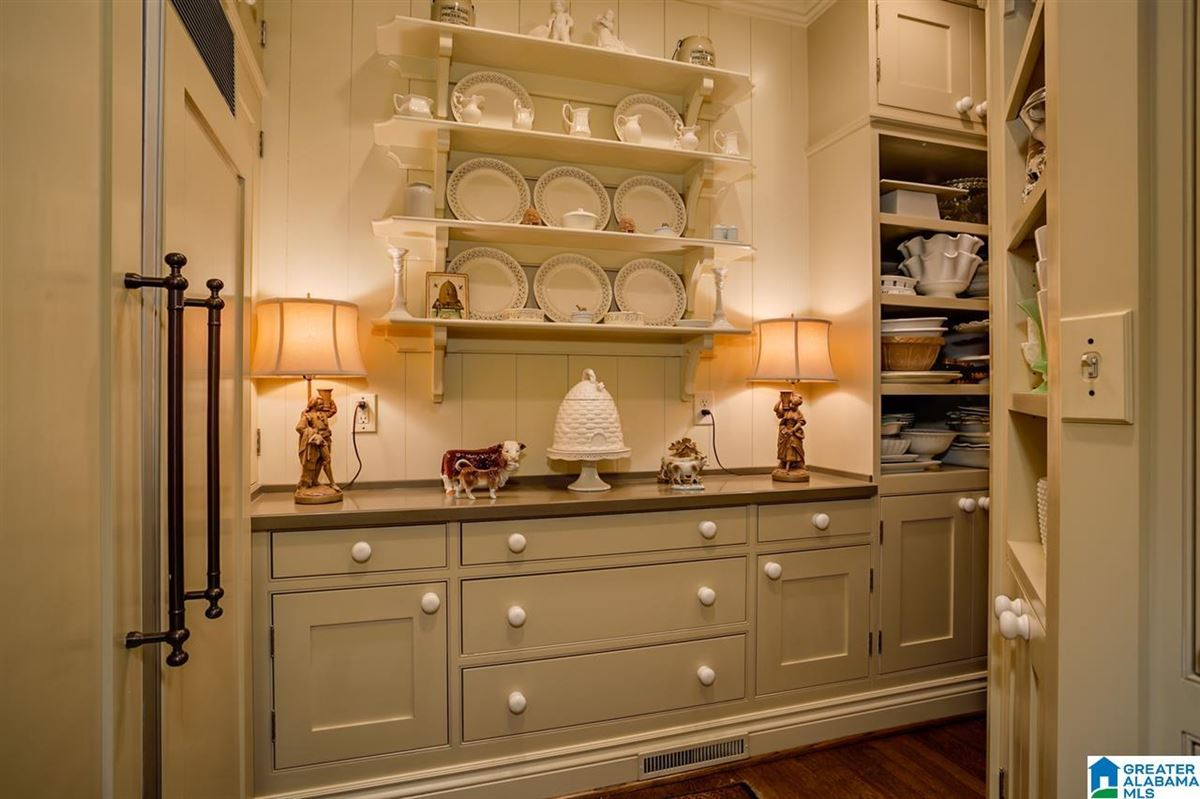 1929 Tudor home luxury properties