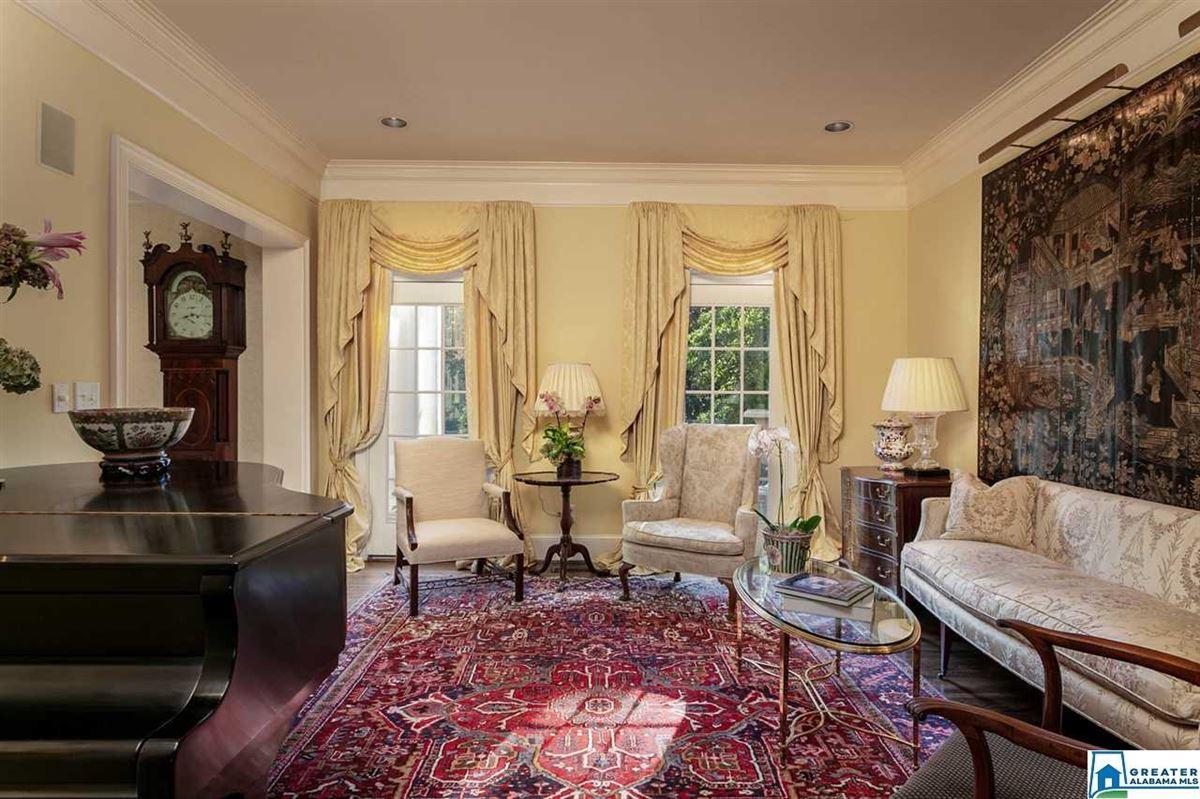 Luxury real estate Gorgeous estate home in Abingdon