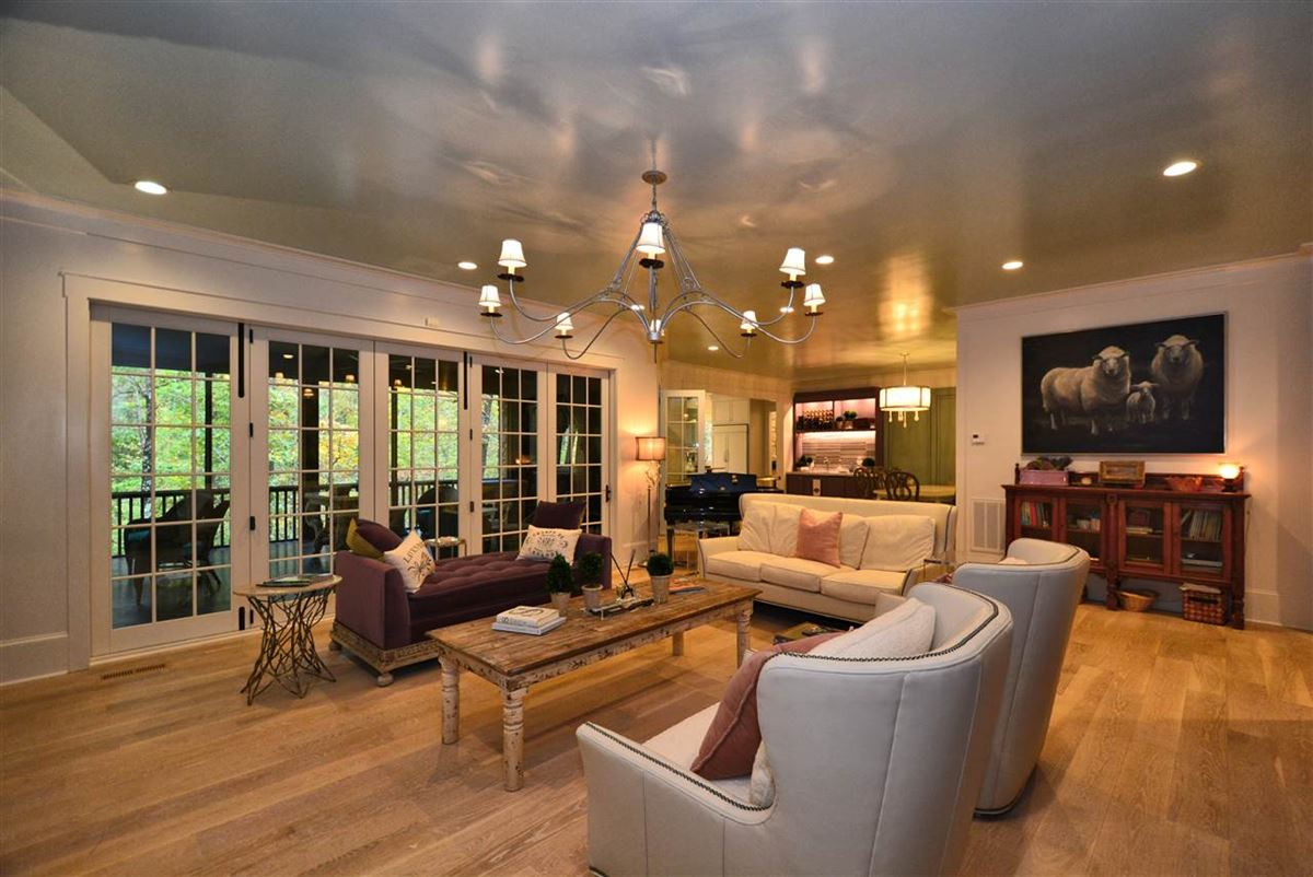Mansions in gorgeous home on beautiful lot in Mt Laurel