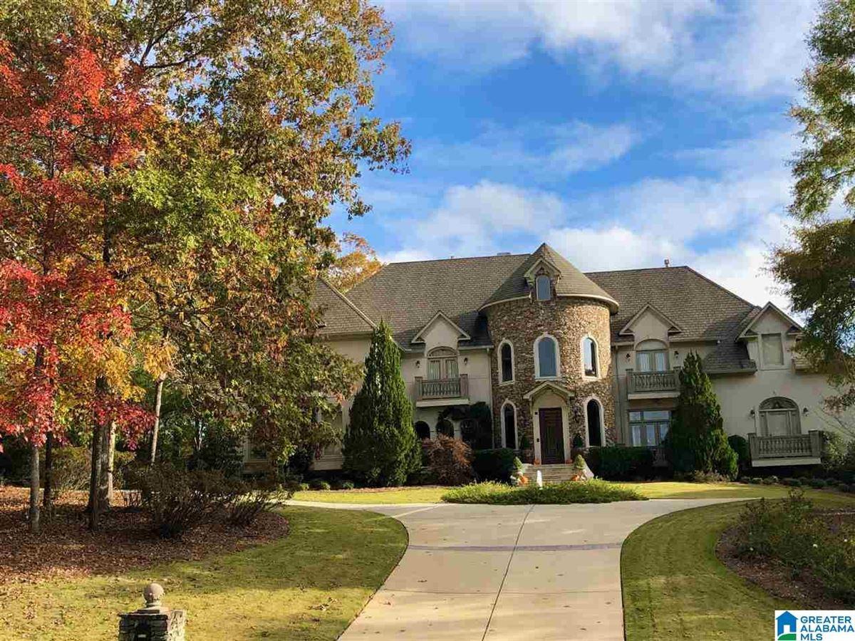 Luxury homes Autumn lakeside retreat
