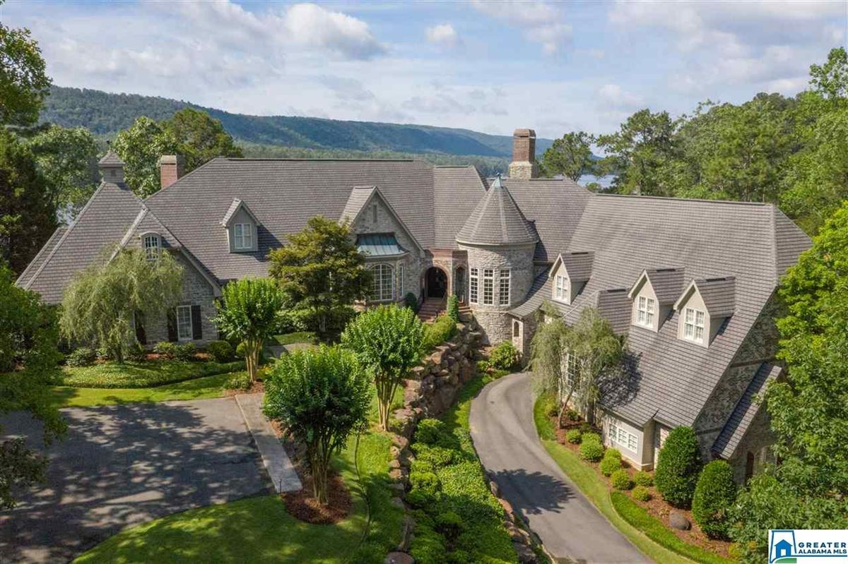 Luxury real estate timeless Country French estate at exclusive Lake Wehapa