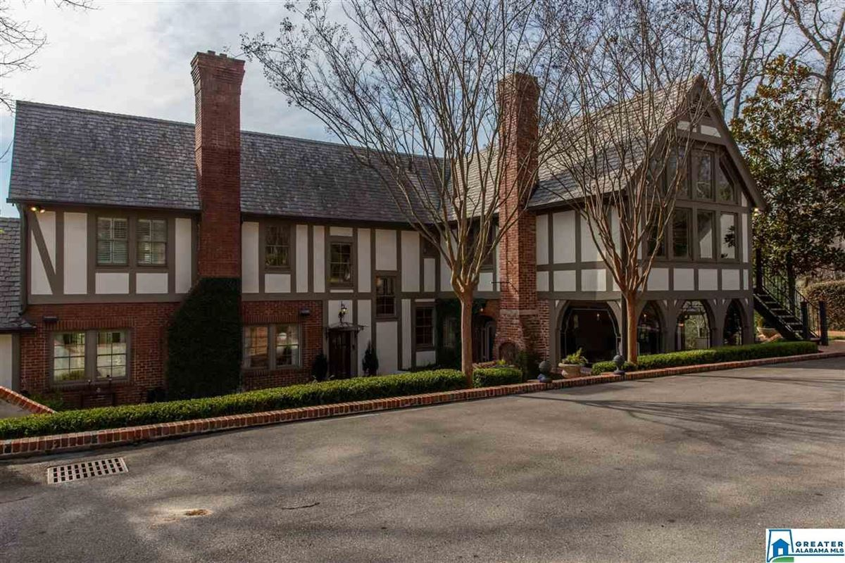 Mansions in a historic Tudor home in great neighborhood