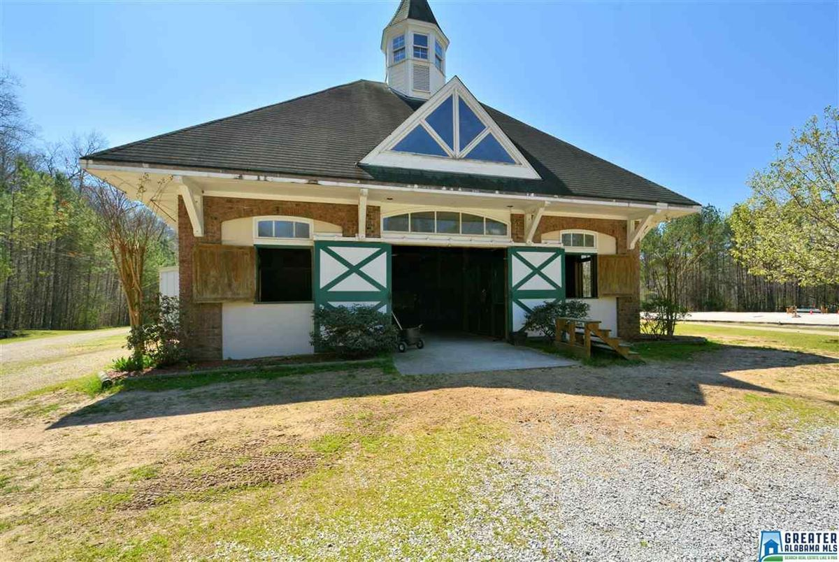 Mansions in Fabulous 72 acre Equestrian farm