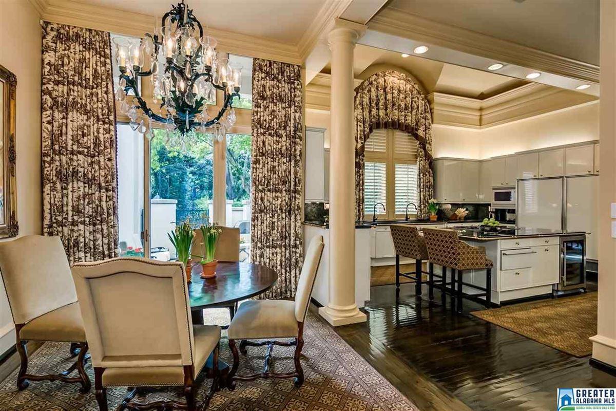 Custom built estate home luxury properties