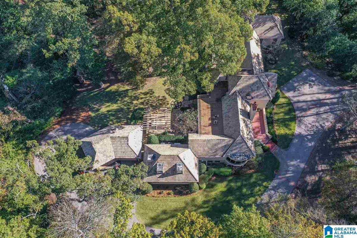 Luxury homes in Old Mountain Brook appeal