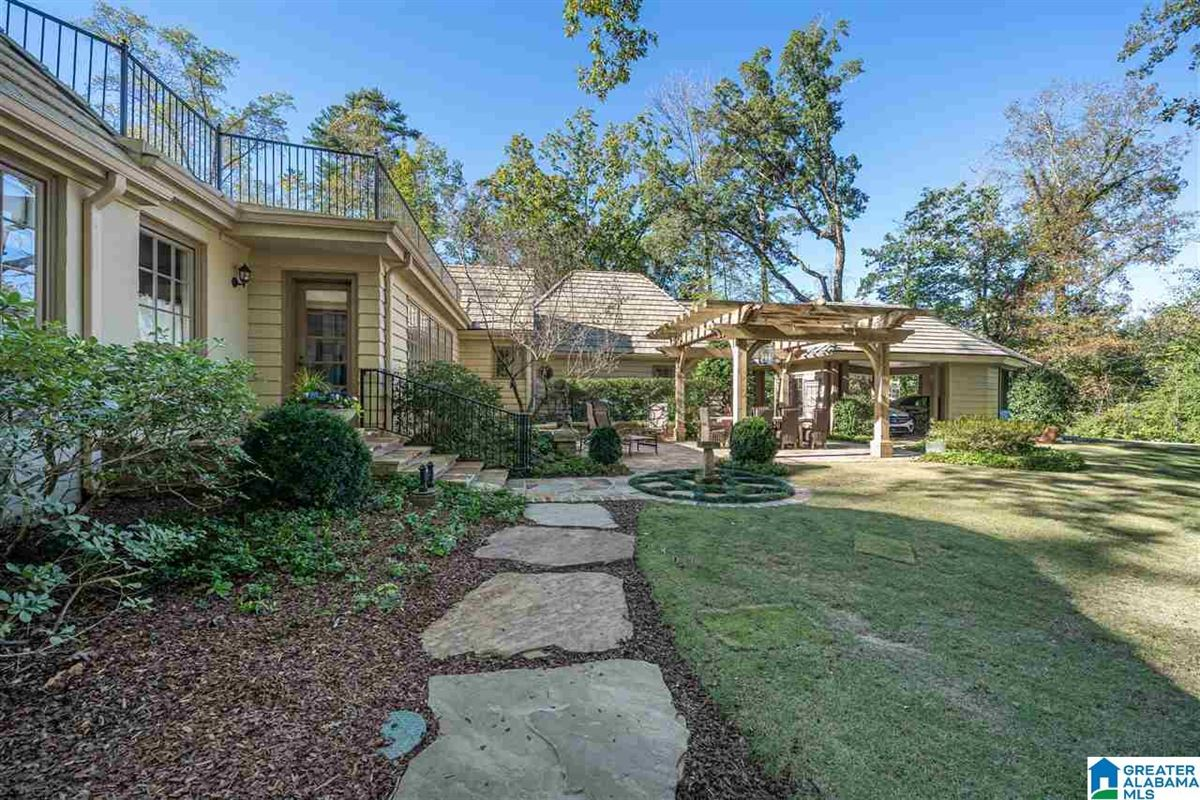 Mansions in Old Mountain Brook appeal
