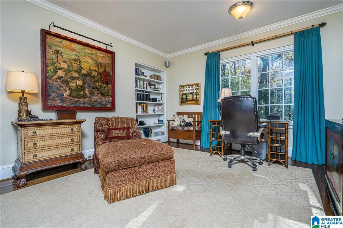 Luxury homes Old Mountain Brook appeal