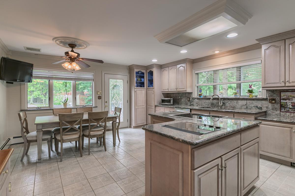 7 Thomas Drive, Reading ,MA luxury homes