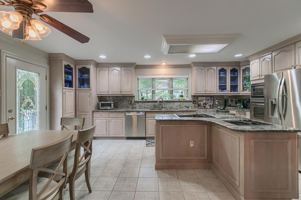 Luxury real estate 7 Thomas Drive, Reading ,MA