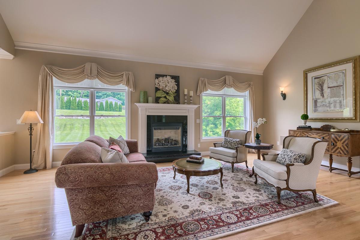 Luxury properties 2 Pine Tree Drive