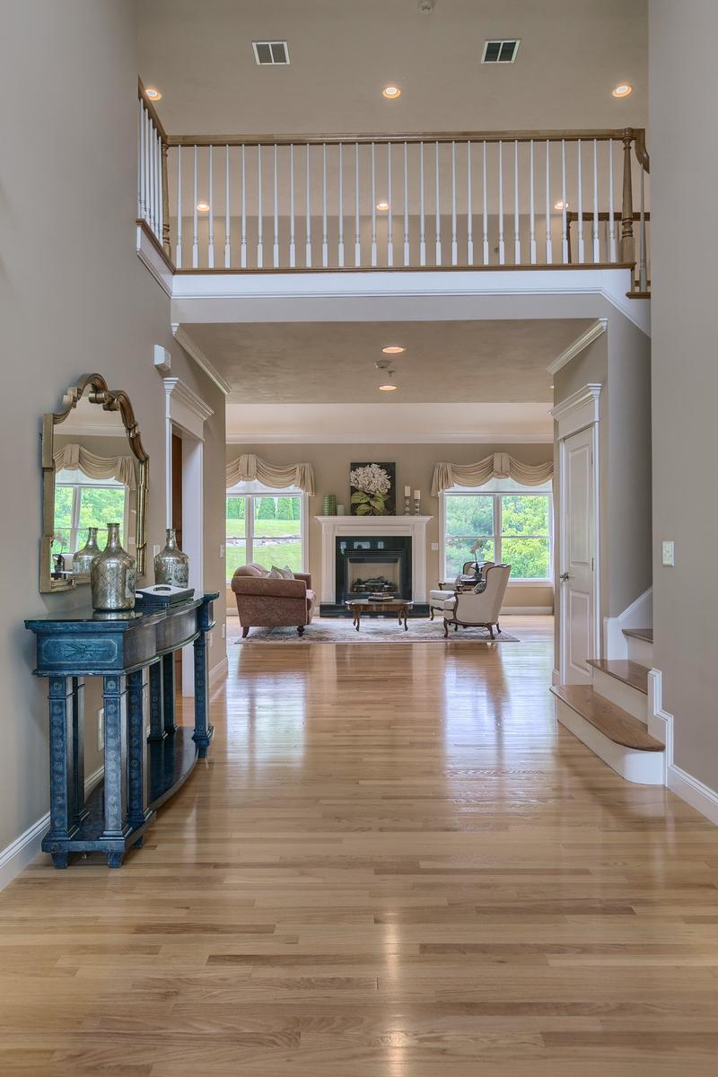 Luxury homes in 2 Pine Tree Drive
