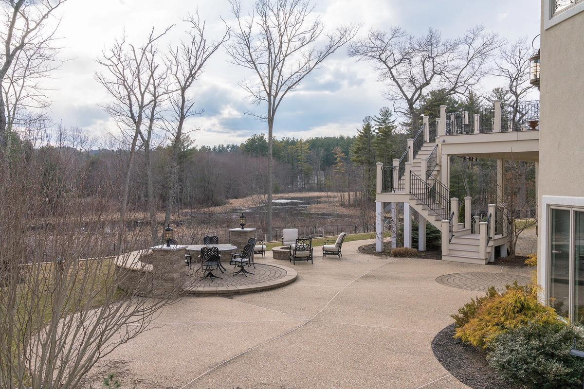 Impressive Contemporary Home luxury properties