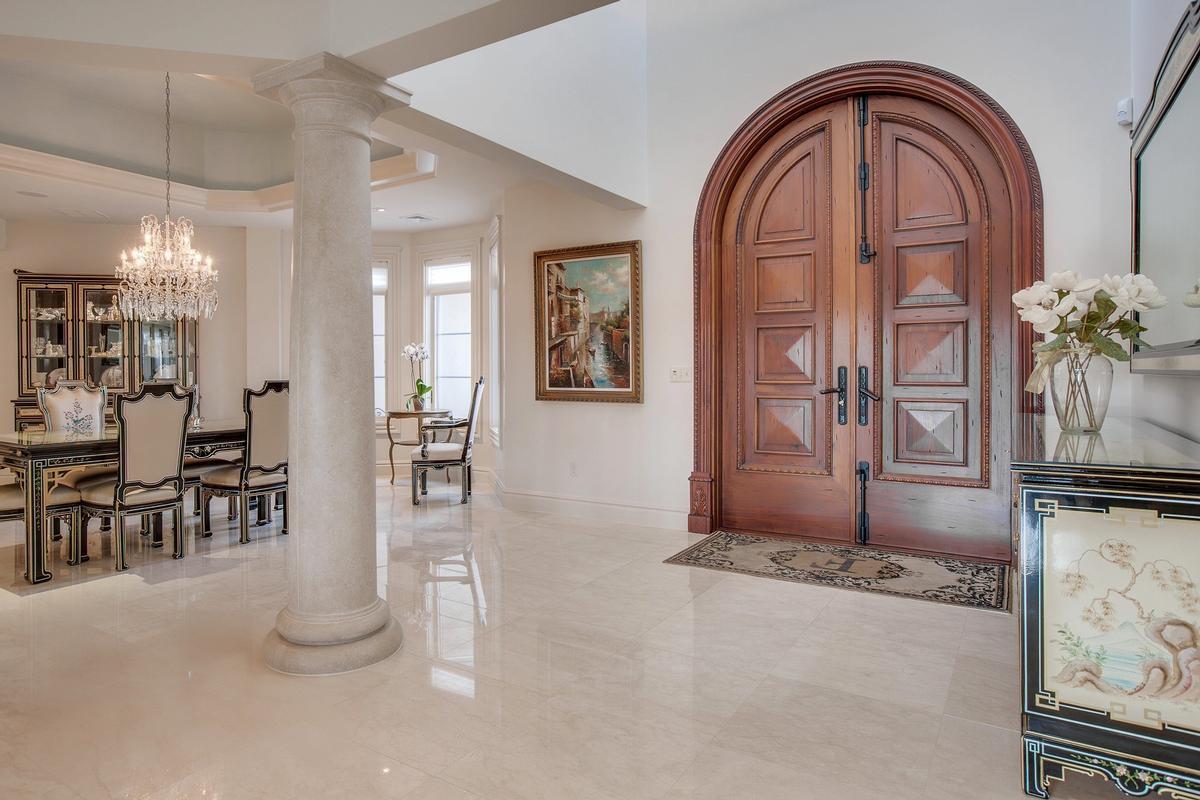 Impressive Contemporary Home mansions