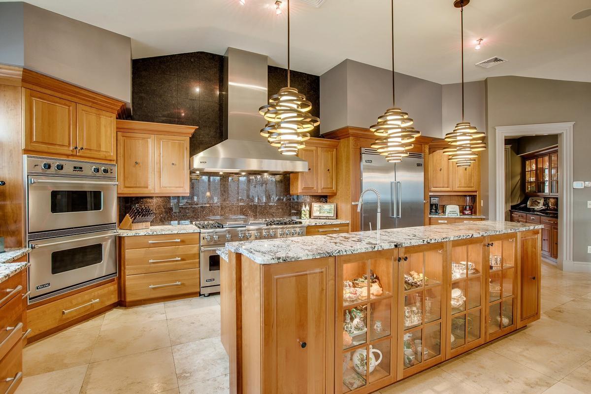 Luxury homes Impressive Contemporary Home