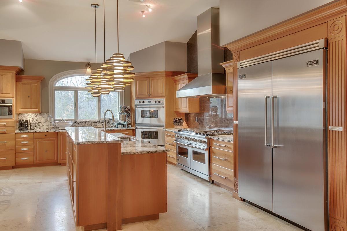 Impressive Contemporary Home luxury homes