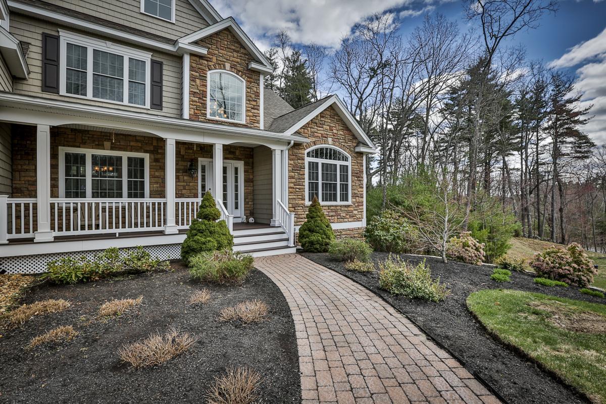 Luxury real estate SOPHISTICATED ELEGANCE