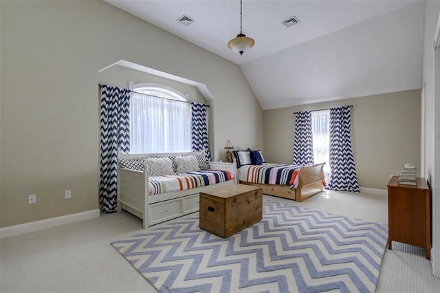 62 Heritage Hill luxury homes
