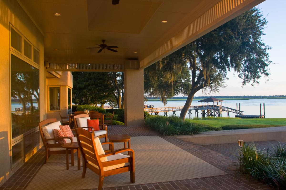 Mansions tranquil waterfront location