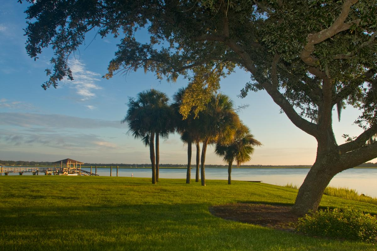 Mansions in tranquil waterfront location
