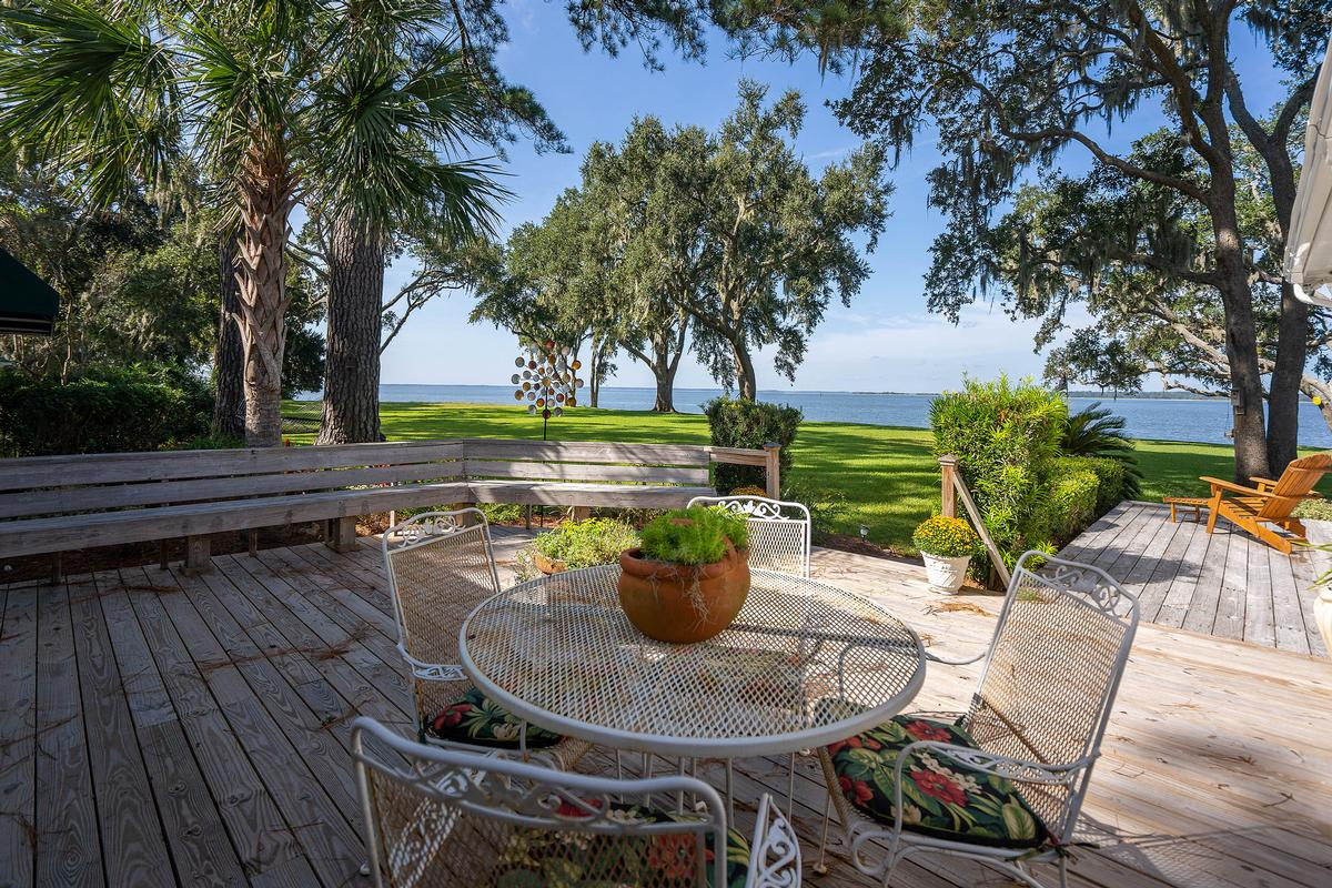 Luxury real estate 77 Fort Freemont Road