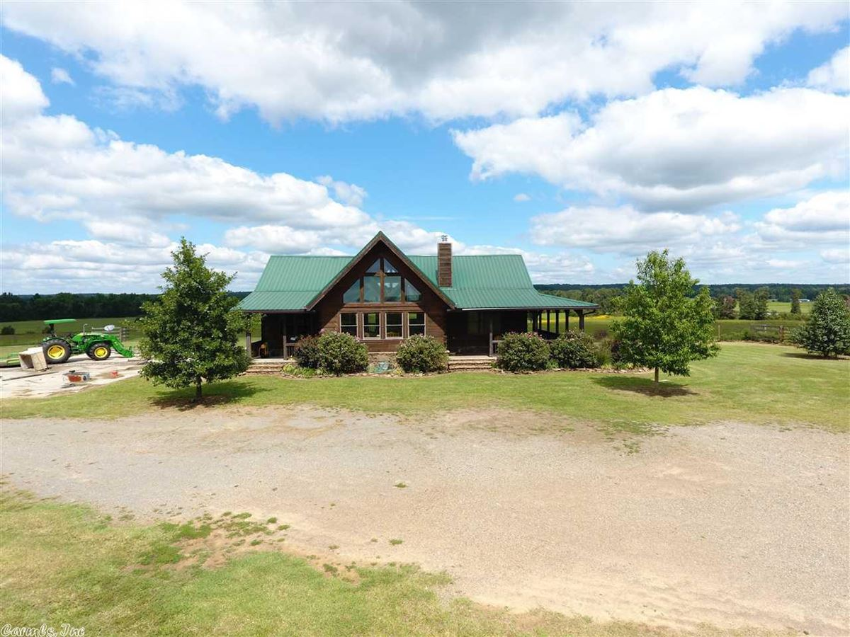 Luxury real estate 200 acres in White County