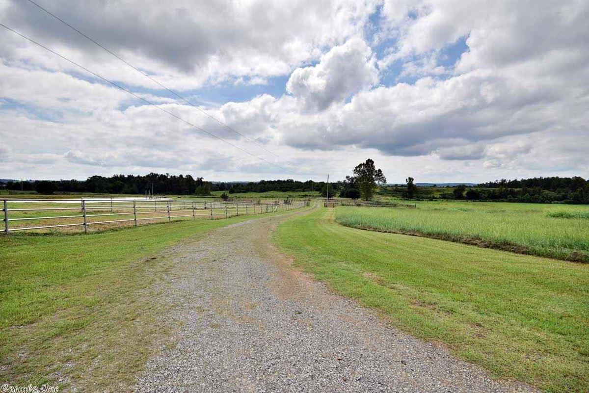200 acres in White County mansions