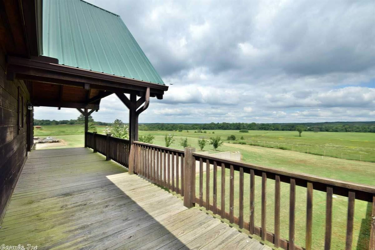 Luxury homes in 200 acres in White County