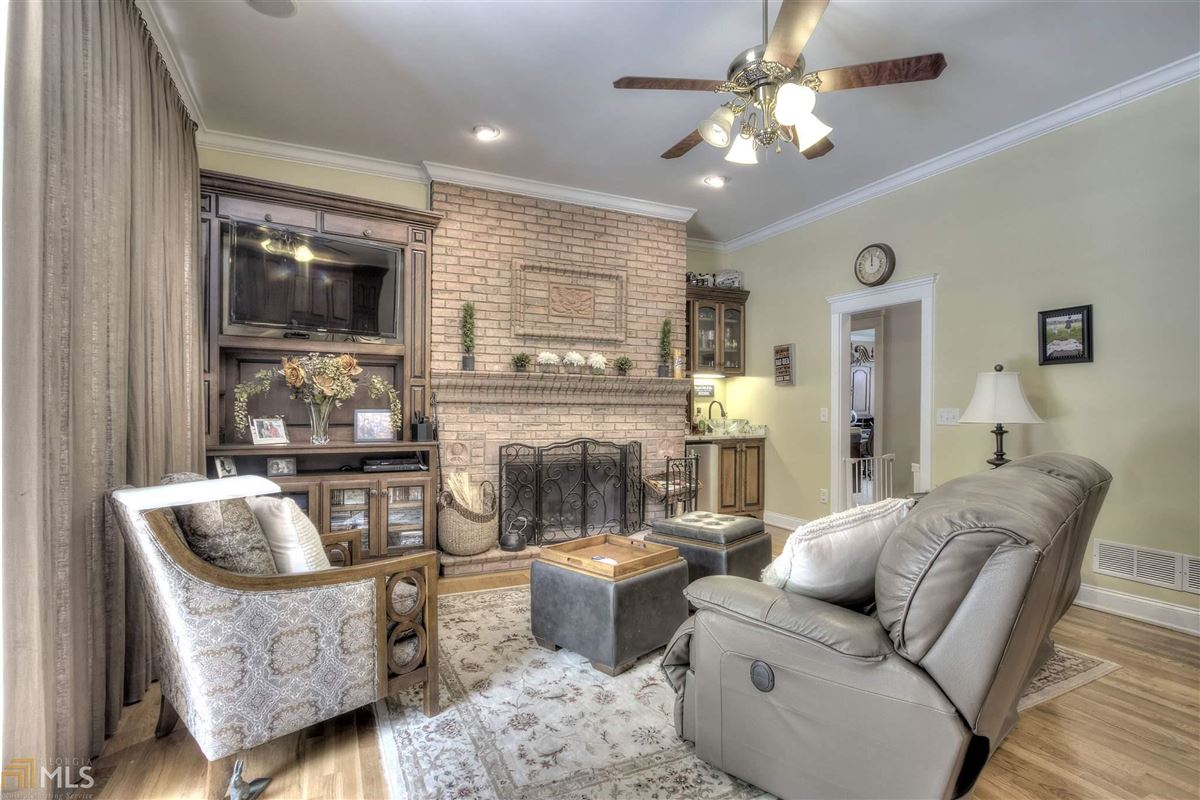 Mansions beautiful brick ranch on 28 private acres