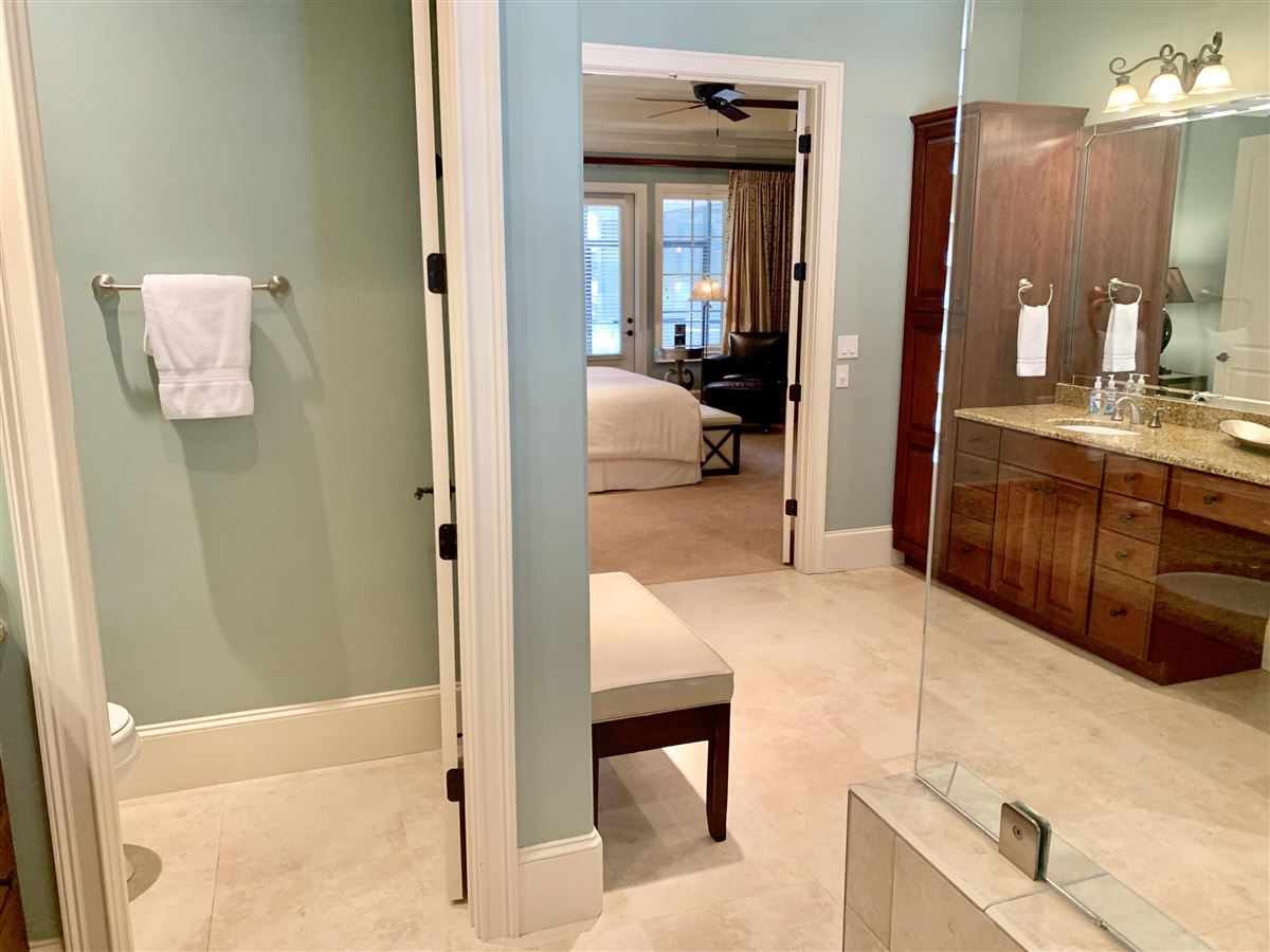 Luxury homes WONDERFUL OPEN FRIENDLY FLOOR PLAN