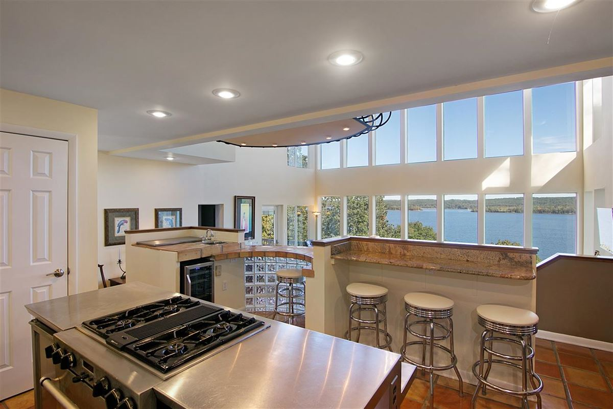Luxury real estate A wonderful waterfront home in counce