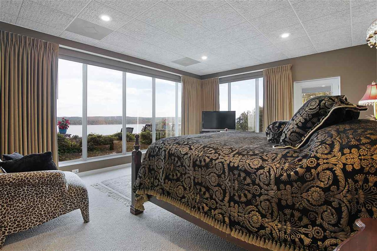 A wonderful waterfront home in counce luxury properties