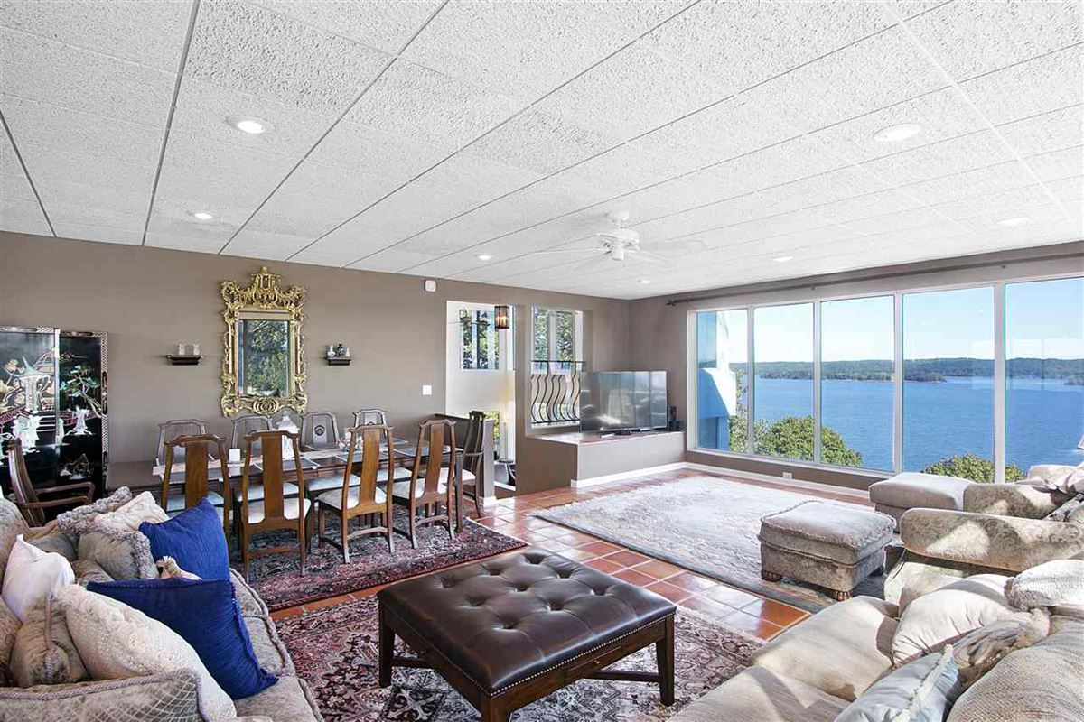 Luxury homes in A wonderful waterfront home in counce