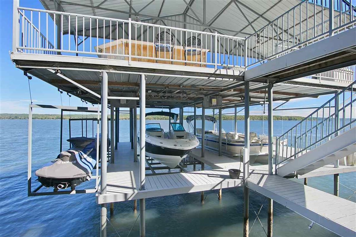 Luxury properties A wonderful waterfront home in counce
