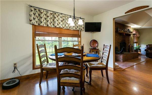 Very nice mid size farm luxury homes